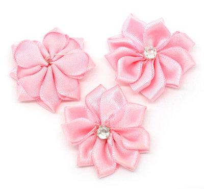 Satijn bloem roze met strasssteentje